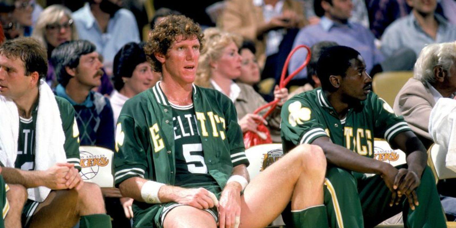 Bill Walton: Dicen que ser pivot de los Portland Blazzers es sinónimo de riesgo de lesionarse. Todo comenzó cuando Bill Walton se lesionó en 1978, luego de ser figura en la temporada anterior, y nunca volvió a ser el mismo. Otros de los casos de graves lesionados son el de Arvydas Sabonis o Marcus Camby Foto:Getty Images