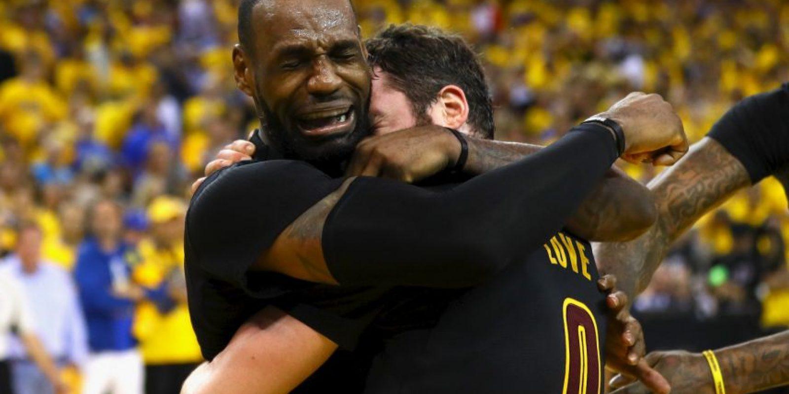 El título de la NBA de los Cleveland Cavaliers, el cinturón en peso pesado de la UFC de Stipe Miocic y el ingreso a la Serie Mundial de los Cleveland Indians, tienen a los de Ohio celebrando Foto:Getty Images