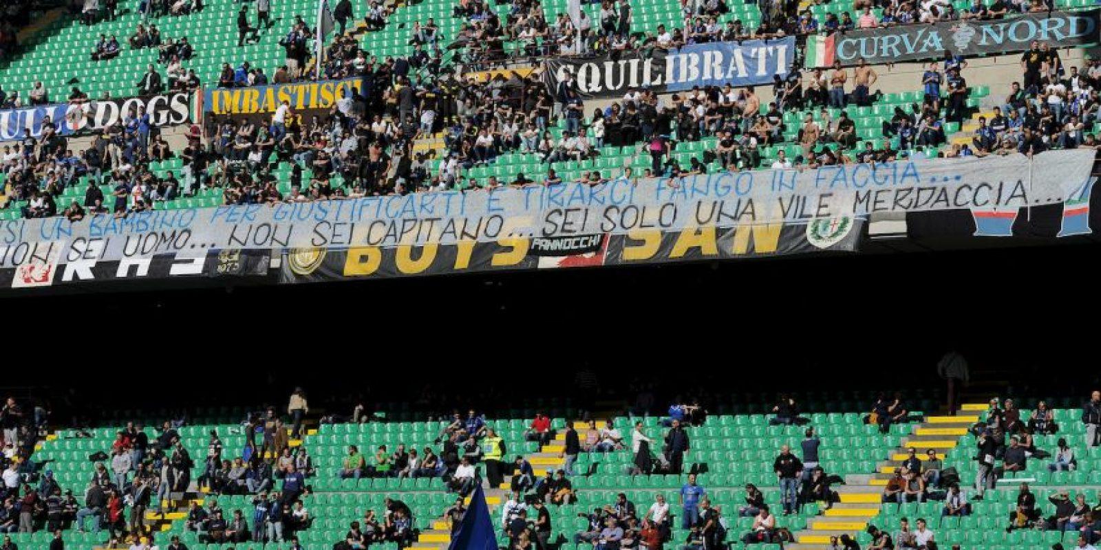 Las amenazantes pancartas abundaron en el Giuseppe Meazza. Foto:Getty Images