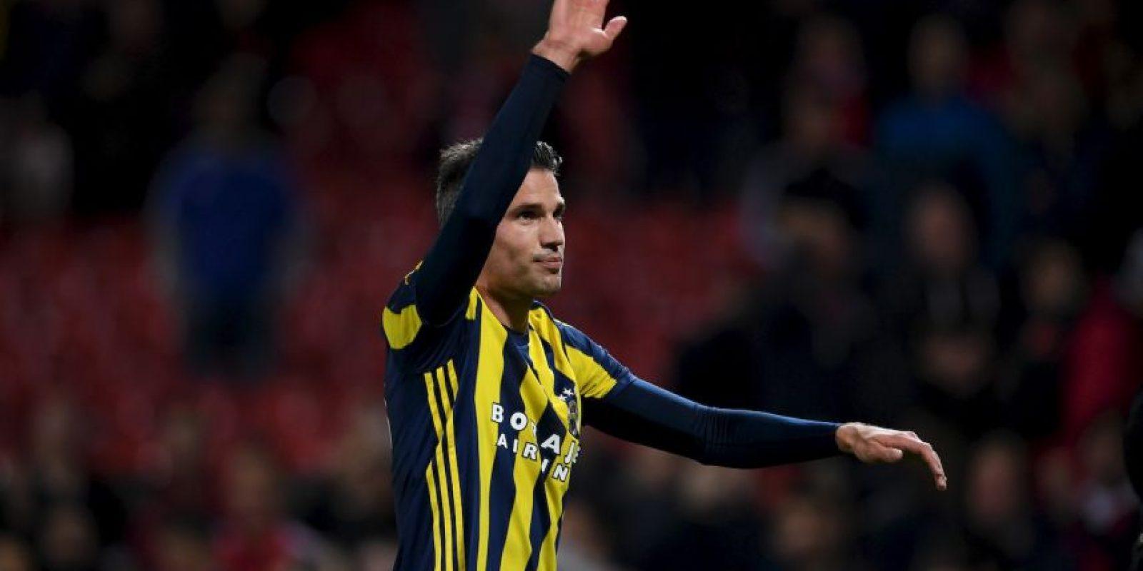 Robin van Persie. En 2012 valía 47.5 millones de euros. Ahora juega en Fenerbahce y su valor es de nueve millones Foto:Getty Images