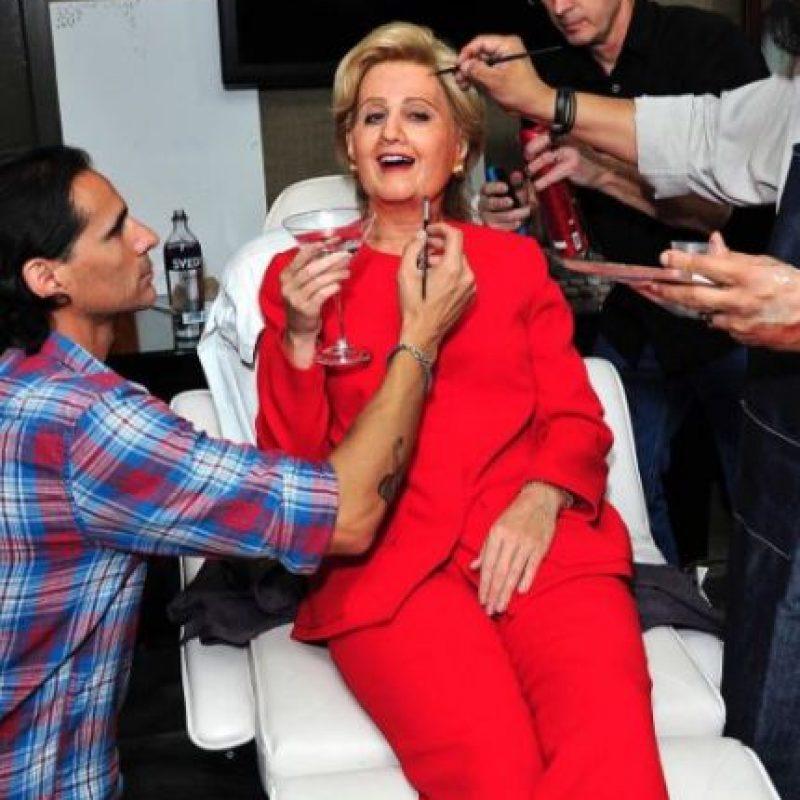 Katy Perry siempre da de qué hablar con sus disfraces, aquí como Hillary Clinton