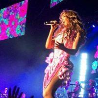 """La cantante mexicana presumió su cintura """"sin costillas"""" Foto:Vía instagram.com/thalia"""
