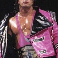 Bret Hart. Fue campeón duran 654 días