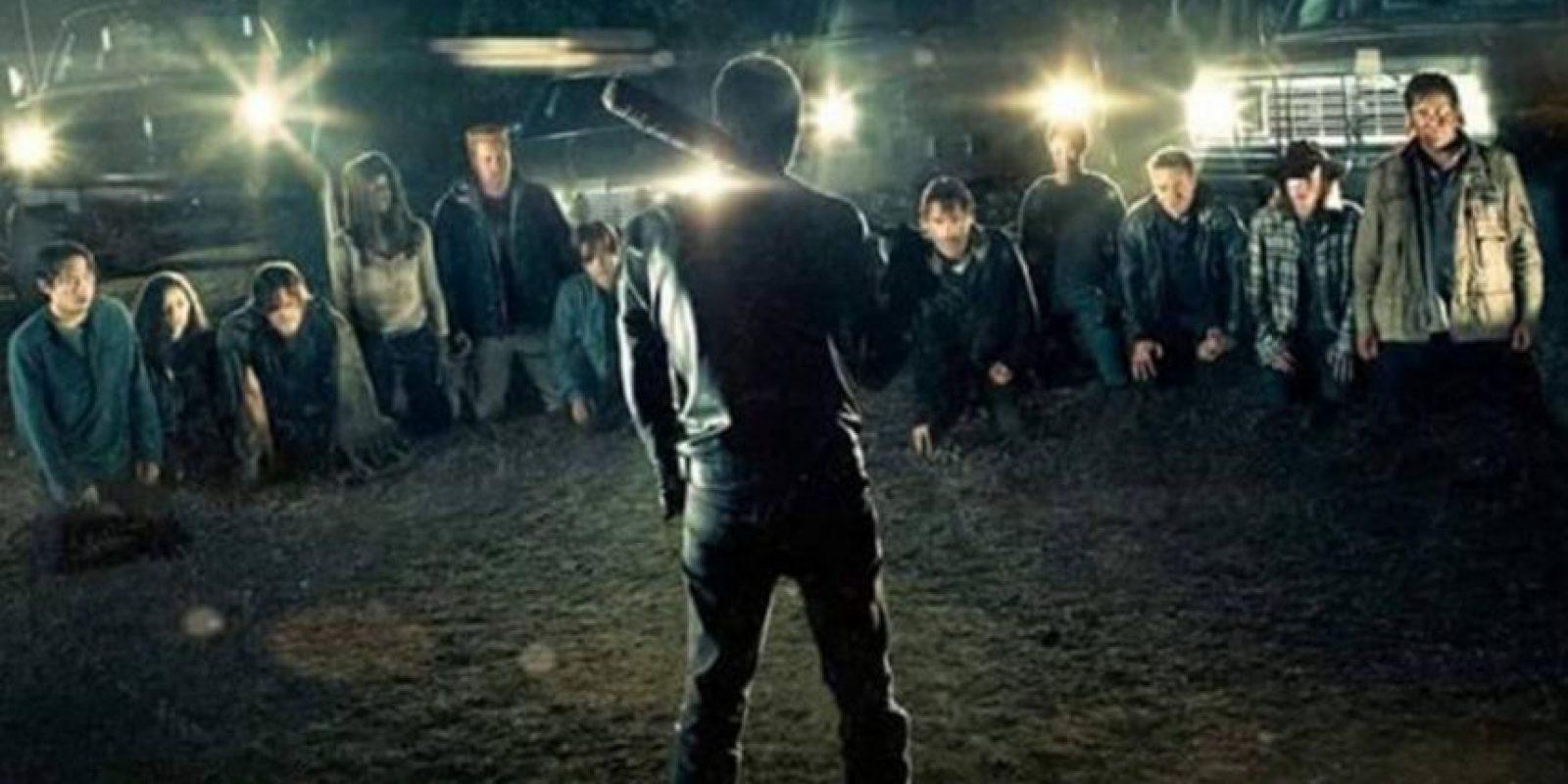 Todo indica que el primer episodio de esta nueva temporada estará lleno de emociones fuertes, pues no sólo se espera la muerte de un personaje. Foto:Walking Dead