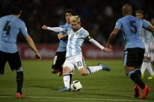 Lionel Messi ha estado en tres partidos y uno de ellos fue ante Uruguay, donde fue la figura al convertir el tanto que les dio la victoria por 1 a 0. Foto:AFP