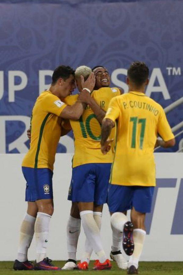 Neymar salió ensangrentado en el último partido eliminatorio Foto:AP