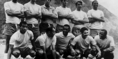 Carlos Alberto (primero desde izquierda a derecha, sentados) – defensa por derecha Foto:Getty Images