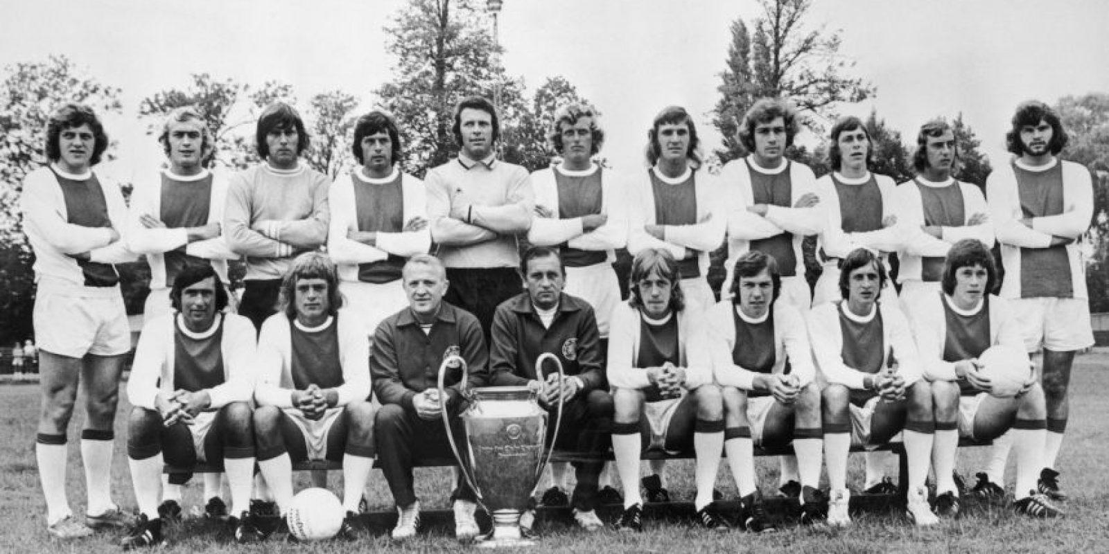 Piet Keizer (sexto de izquierda a derecha, parados) – puntero por izquierda