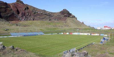 Hasteinsvollur (Islandia). Está situado en Islandia y su principal atractivo es que está ubicado a un costado de un volcán. Tiene capacidad para 2800 espectadores y ahora lo ampliarán a 3500. Foto:Wikimedia Commons