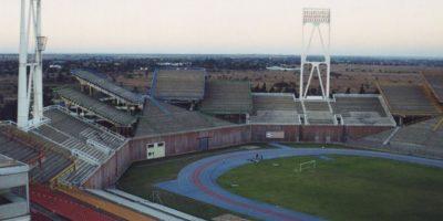 Mmabatho Stadium (Sudáfrica). El estadio multiuso ubicado en Mafikeng llama la atención por la insólita ubicación de sus tribunas, las que albergan a 59 mil espectadores