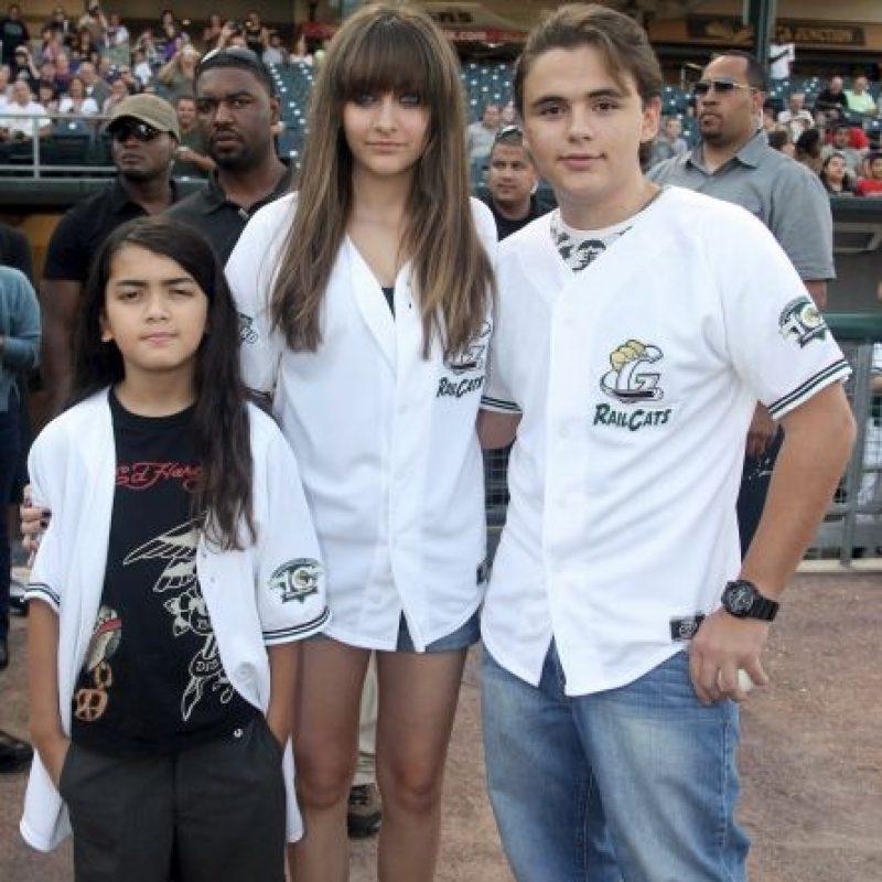 Al morir Michael Jackson, Paris y sus hermanos se convirtieron en los niños más perseguidos por la prensa. Foto:Getty Images