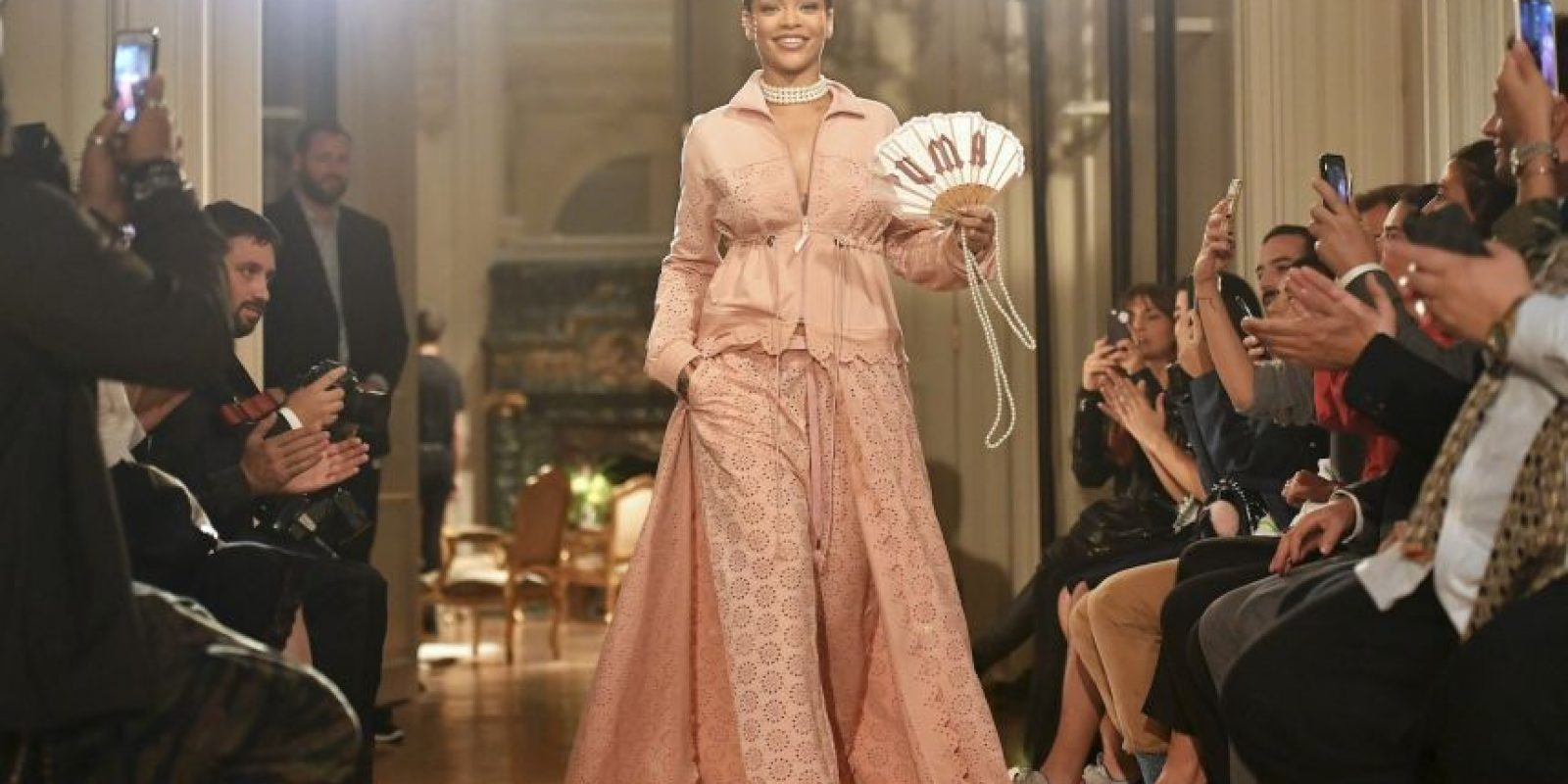 Además de su carrera como cantante, Rihanna se se ha consolidado como una estrella de la moda. Foto:Getty Images