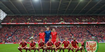 Las extrañas fotos de alineación de la Selección de Gales Foto:Getty Images
