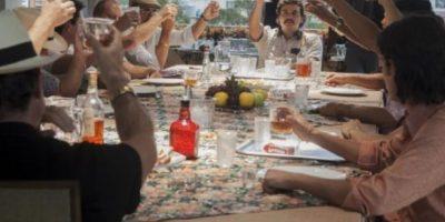 """En una reunión del """"Cartel de Medellín"""". Foto:Netflix"""