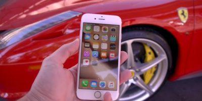 Video: Ferrari 458 rojo atropella un iPhone 6s... y sobrevive