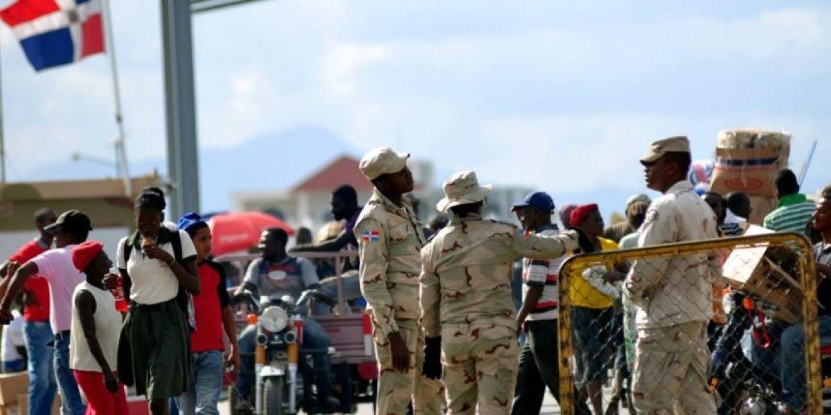 Soldados dominicanos arrestan en la frontera cientos de haitianos indocumentados