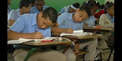 Asistencia de alumnos a centros escolares fue 34.72% en jornada de reinicio a clases