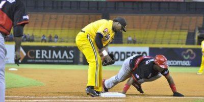Leones detienen a las Águilas en semifinal del béisbol dominicano