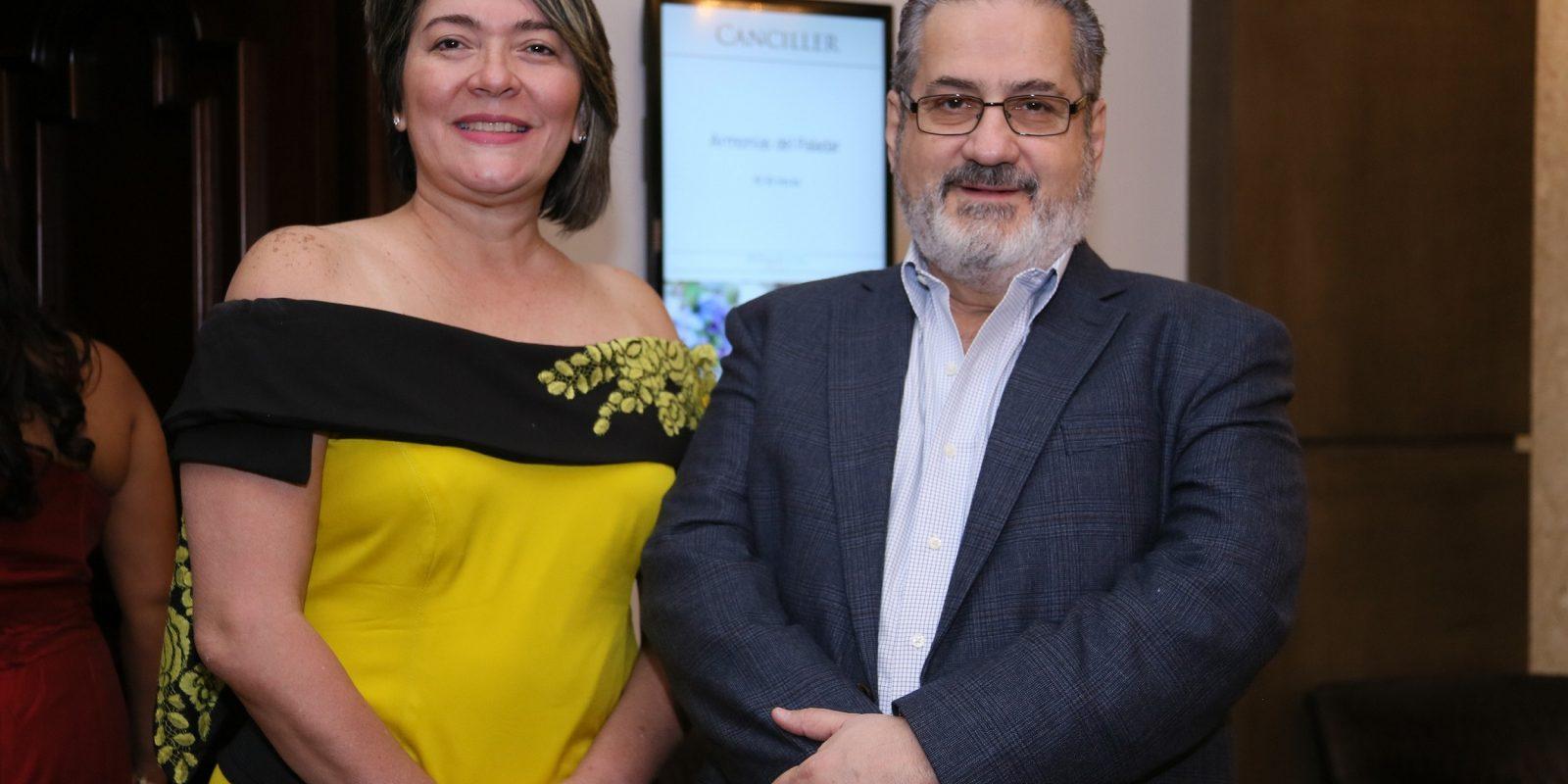 Betsabe Estepan y Teo Veras
