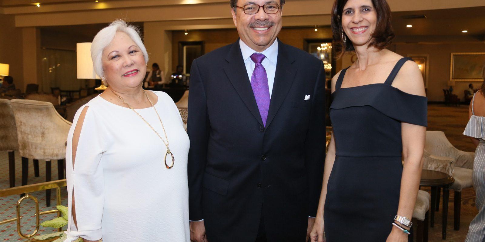 Muyien Sang, Simon Suarez y Aida Bournigal de Serra