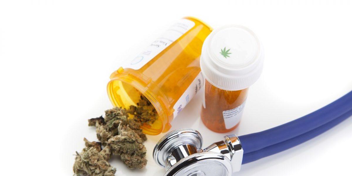 Padres violan la ley para acceder a la marihuana