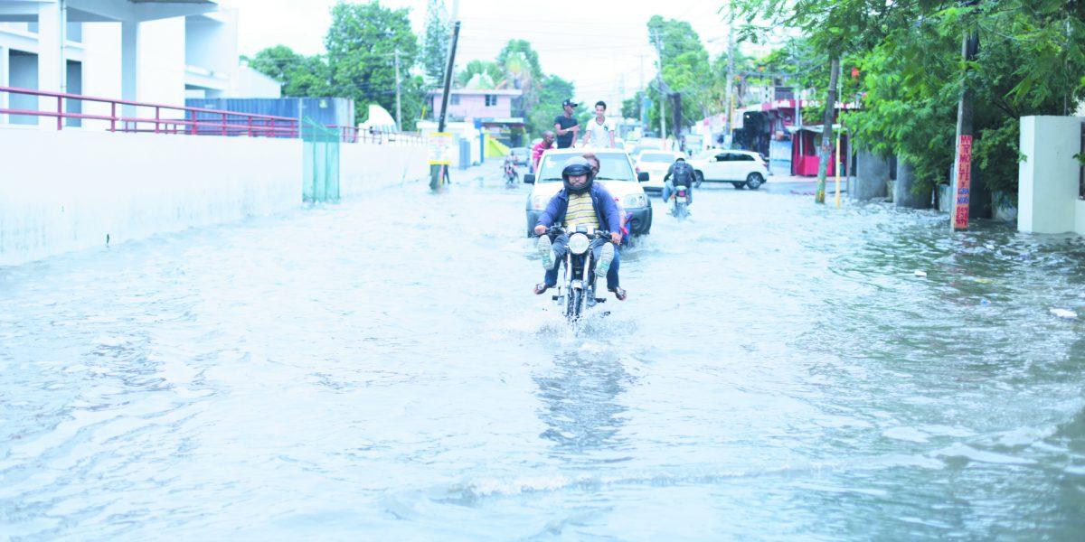 Por lluvias: 12 acueductos sin servicio y 16 provincias en alerta