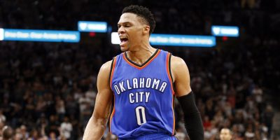 Thunder gana a Rockets 115-113 con triple doble de Westbrook