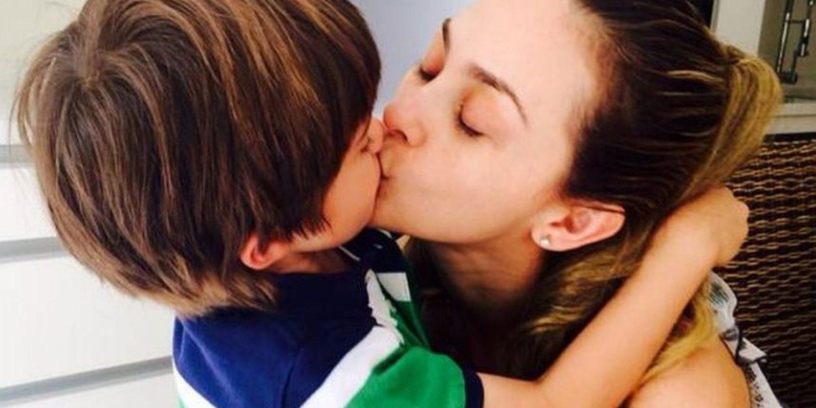 Mujeres famosas solteras con hijos