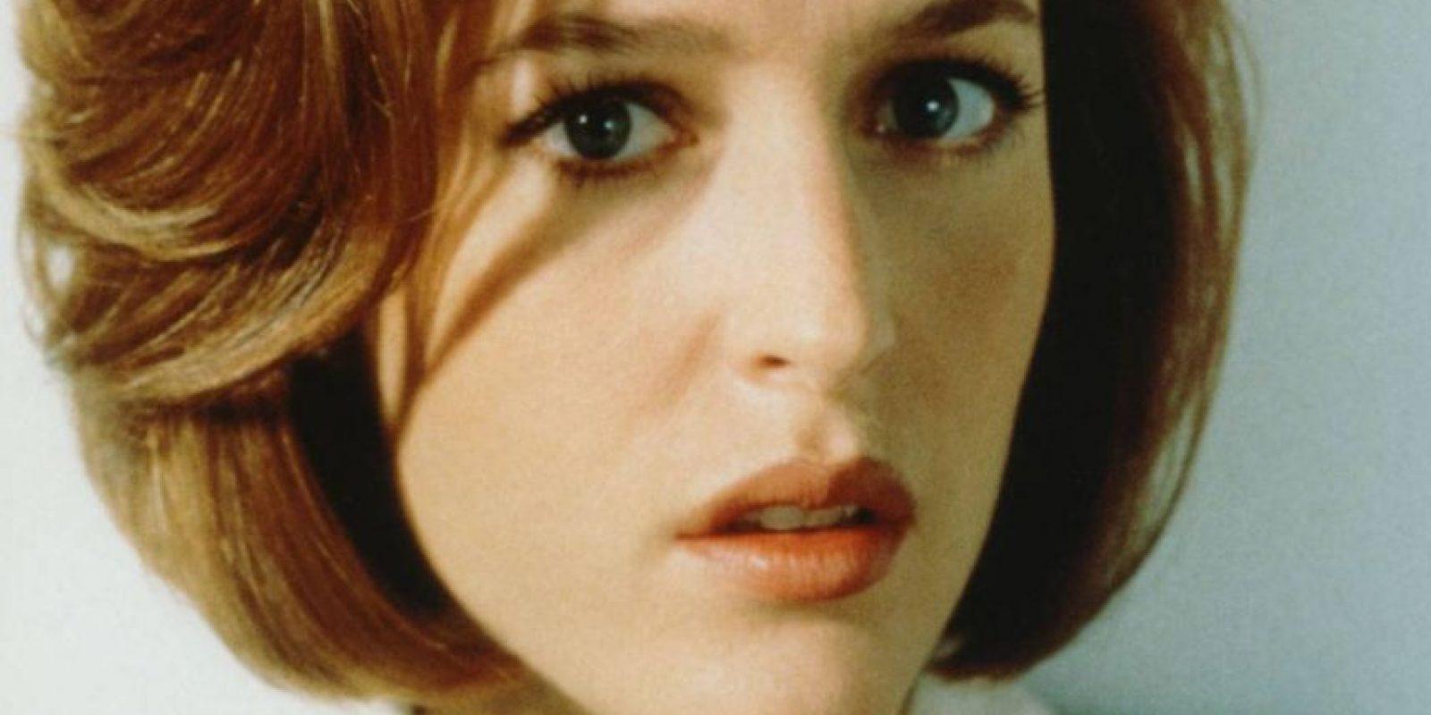 """Dana Scully, de """"Los Expedientes Secretos X"""". Es quien resuelve los casos usando la razón y la lógica. A pesar de ser abducida por aliens, volvió al trabajo. Foto:vía FOX"""