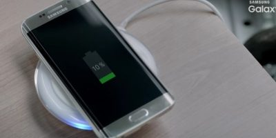 Y también se podría cargar de forma inalámbrica. Foto:Vía Samsung / YouTube
