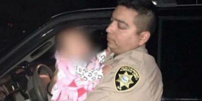 Los policías tuvieron un noble gesto con los niños de un conductor ebrio. Foto:Vía facebook.com/BCSDP