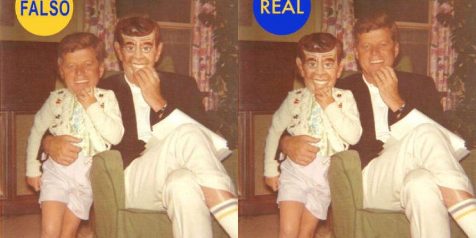 JFK y su hija llevando una máscara de la cara suya. Esta foto es muy popular en Twitter. Se supone que es John Fitzgeral Kennedy y su hija, la cual lleva una careta de cartón con la cara de su propio padre. Las caras están intercambiadas. La auténtica es la de la derecha. Foto:History in pic