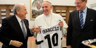 El suspendido presidente de FIFA Joseph Blatter, también estuvo con el Papa
