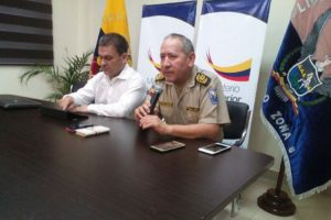 El ministro del Interior, José Serrano, dando detalles del crimen Foto:@MinInteriorEc