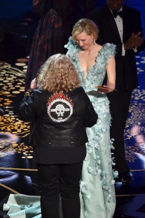 """""""Esta [cazadora de cuero] es de Marks & Spencer con [cristales de] Swarovski por detrás. He tenido problemas con los zapatos y la purpurina se ha caído"""". Foto:Getty Images"""