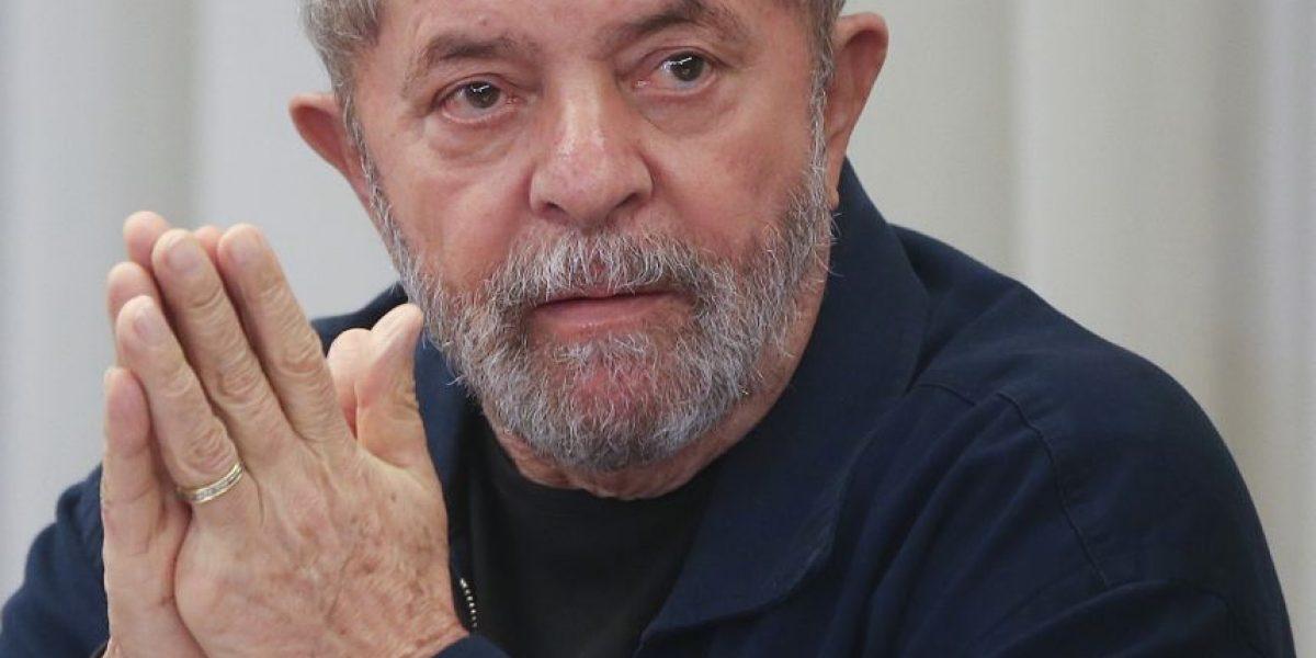 Partidarios combatieron frente al apartamento del expresidente brasileño Lula