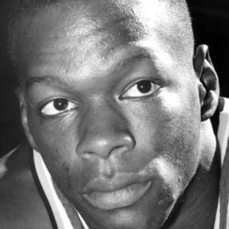 La noche del 18 al 19 de septiembre de ese año festejó con sus amigos que sería nuevo elemento de los Celtics de Boston, pero ese mismo día falleció por una sobredosis de cocaína. Foto:Twitter