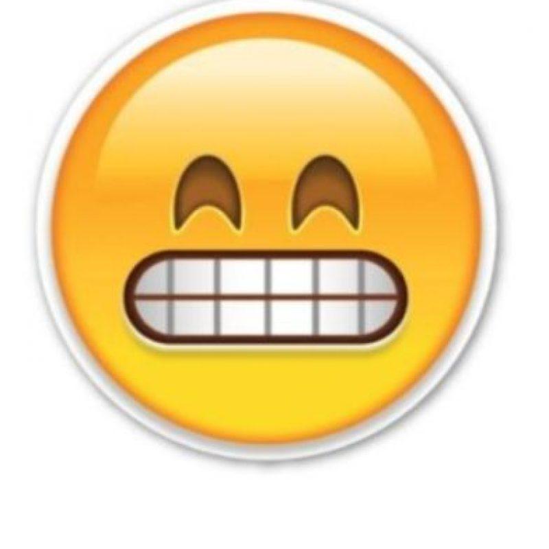 Risa forzada Foto:Emojipedia