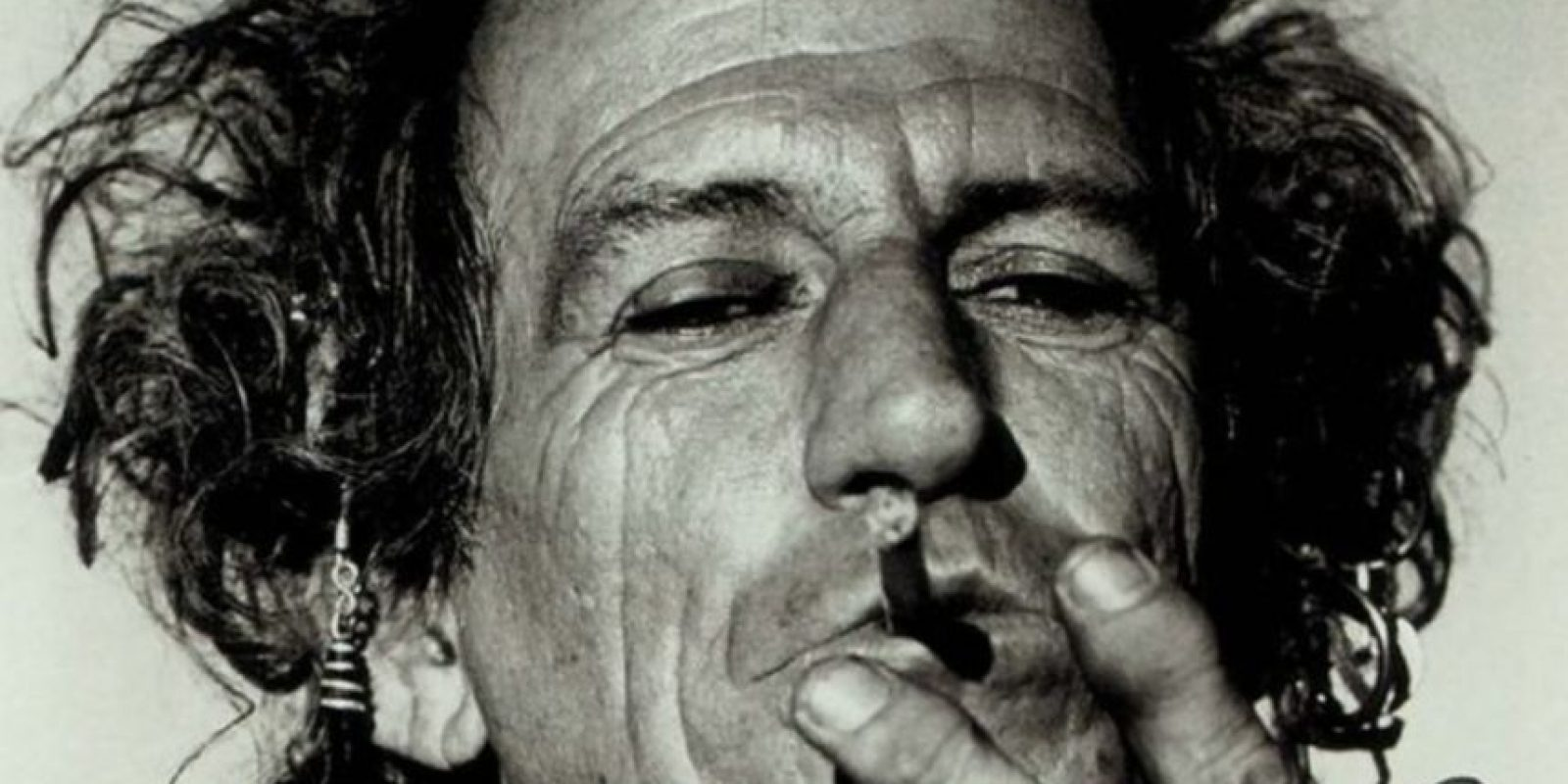 Dicen que Keith Richards esnifó las cenizas de su padre. Lo que no es verdad, solo plantó un árbol con ellas. Foto:vía Getty Images
