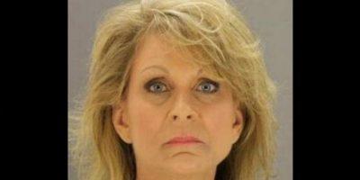 Mary Todd Lowrance, de 49 años, maestra de inglés fue arrestada por su relación con un menor de 17 años. Foto:Dallas County Sheriff