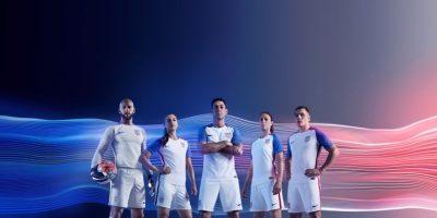 El delantero fue uno de los modelos en la presentación de la nueva camiseta de Estados Unidos y todo hacía parecer que estaría en la Copa América Centenario Foto:Sitio web US Soccer