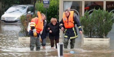 Por lo que equipos de rescate buscan la manera de salvarlos. Foto:AP