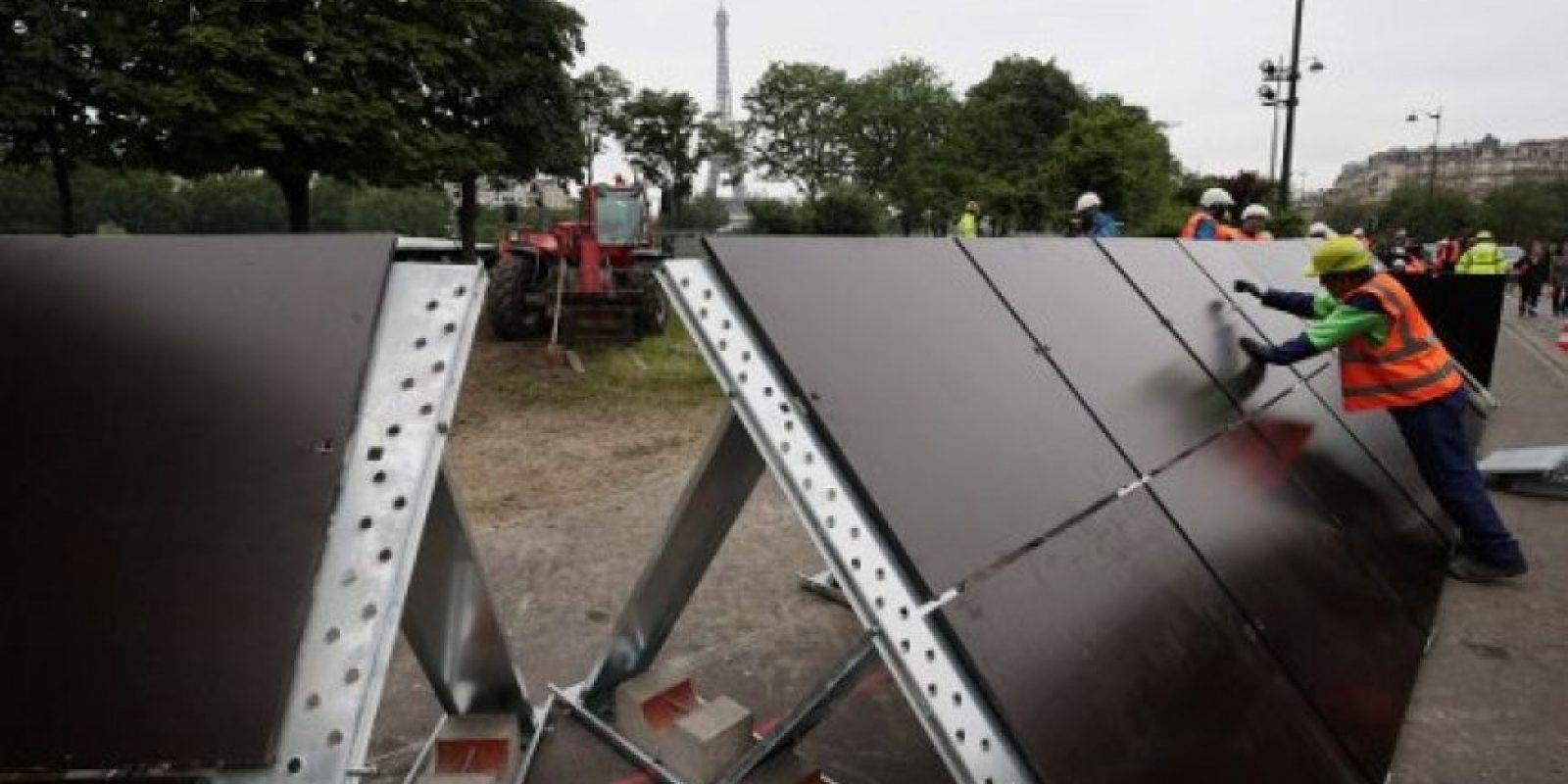 Así lucen las barrera de seguridad que buscan contener el agua. Foto:AFP