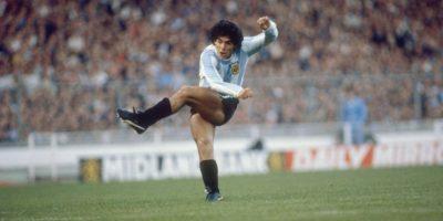 Es el máximo ídolo del fútbol argentino y considerado el mejor de la historia. El título en la Copa del Mundo de 1986 y su gran actuación ante Inglaterra en ese torneo lo llevaron al olimpo del fútbol trasandino, pero hubo algo que nunca pudo hacer: ganar la Copa América. Participó de las ediciones de 1979, 1987 y 1989, pero nunca alcanzó el título Foto:Getty Images