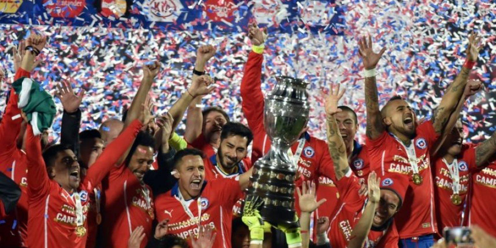 Chile es el último campeón que tiene la Copa América y venció en penales a Argentina en el torneo donde fueron locales Foto:AFP