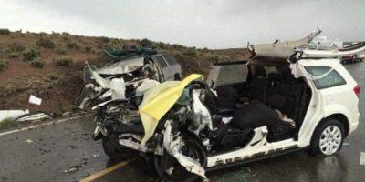 Así quedó su auto. Foto:vía Facebook