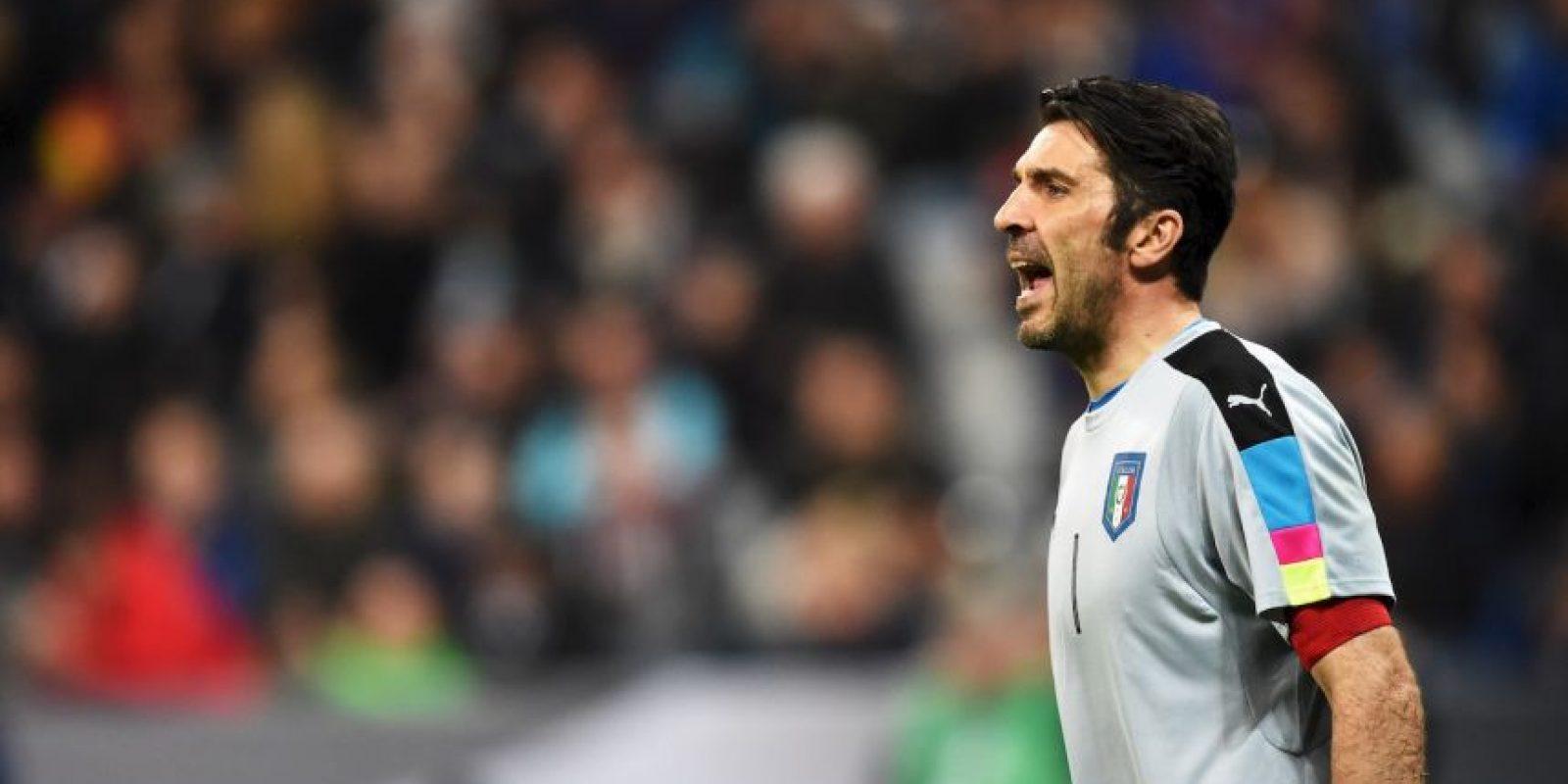 El portero italiano fue el elegido por los usuarios del sitio web oficial de la UEFA. Ha disputado el torneo de 2004, 2008, 2012 y ahora jugará el de 2016, pero aún no suma ningún trofeo. Foto:Getty Images
