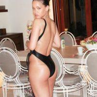 Rihanna lució más sexy que nunca en bikini Foto:Vía Instagram/@mdollas11