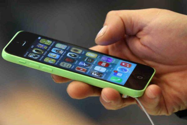 Esto que hacen a diario con su iPhone en realidad lo está afectando