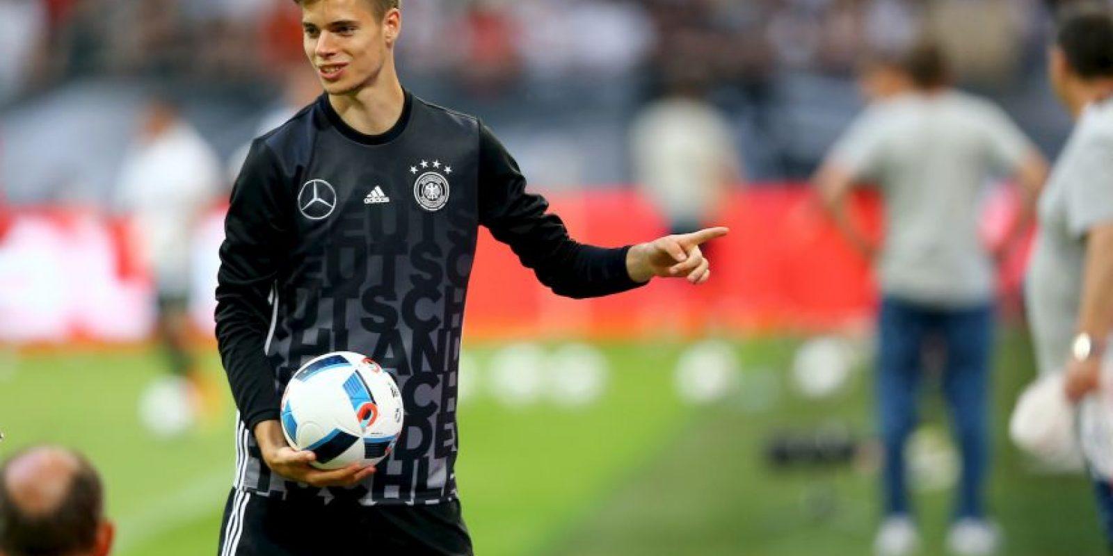 Al igual que Leroy Sané, Weigl es un jugador consolidado en su equipo y está ganando fuerza en el mediocampo de Borussia Dortmund. No sería de extrañar que estas dos jóvenes promesas compartan el mediocampo titular de Alemania en unos años Foto:Getty Images